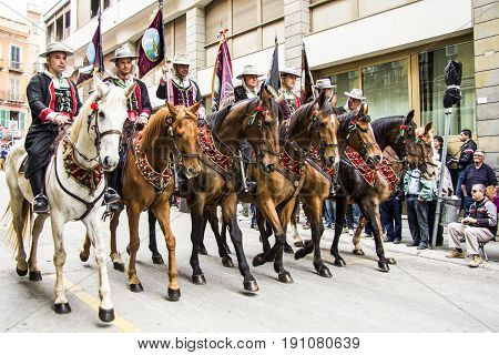 CAGLIARI ITALIA - MAY 1 2013: 357 Religious procession of Sant'Efisio - parade of the knights -Sardinia