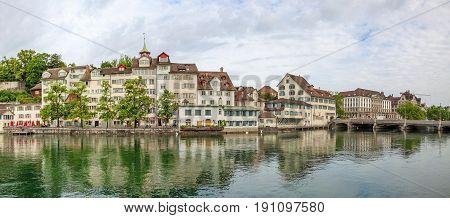 Zurich Downtown, Taeufergedenkplatte