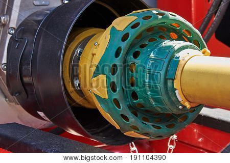 Coupling for transfer of mechanical energy from the tractor motor to the attached equipment