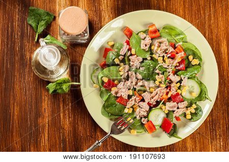 Fresh Spinach Salad With Tuna, Cucumber, Corn, And Red Paprika O