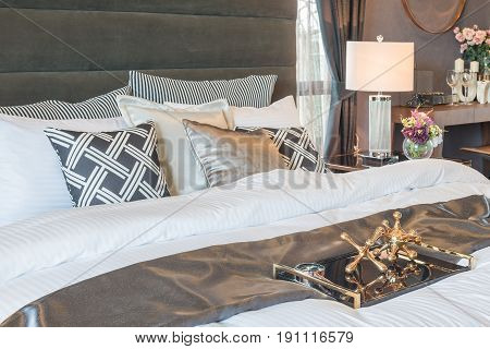 Classic Style King Bed Size With Set Of Pillows In Luxury Style Bedroom