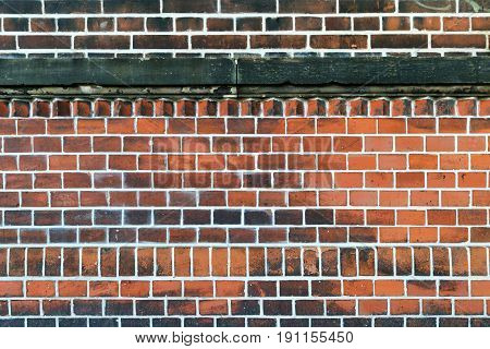 A wall made of bricks with white interstice