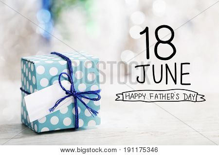 18 June Happy Fathers Day Message With Gift Box