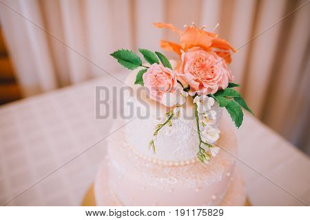 Delicious Wedding Cake with pink colors flowers