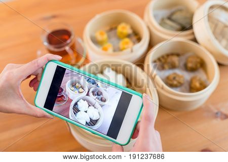 Photo taking with cellphone on chinese dim sum