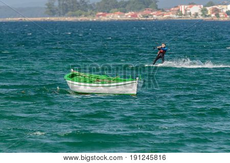 image of kite surfing in the ocean