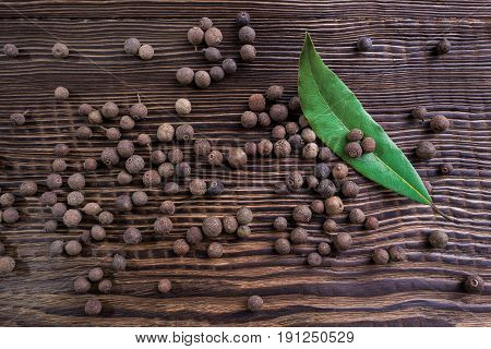 allspice and bay leaf on a table