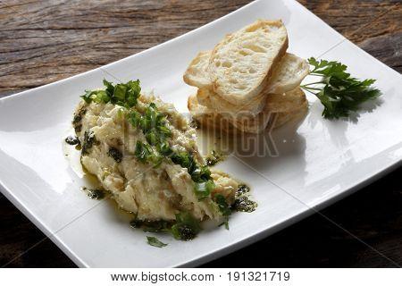 Cod shredded with ciabatta