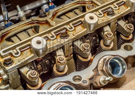 Valve train system of engine head during its maintaining
