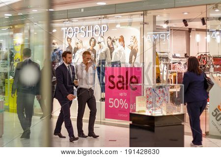 Topshop Display Window In Canary Wharf With A On Sale Sign
