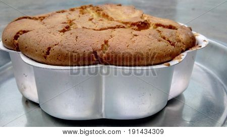 Photo of home-made cake. Produced in an aluminum pot of flower shape.