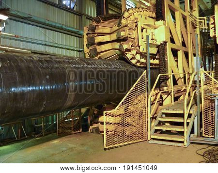 Rolling Below The Pipeline On Convair Line For Stacking. Preparation And Assembly Of The Underwater