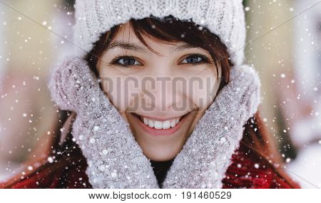 Portrait of pretty young woman smiling closeup. Beautiful smiling woman with clean skin natural make-up and white teeth.
