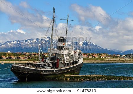 The El remolcador Christofer is an old tug boat stranded near Ushuaia's harbour