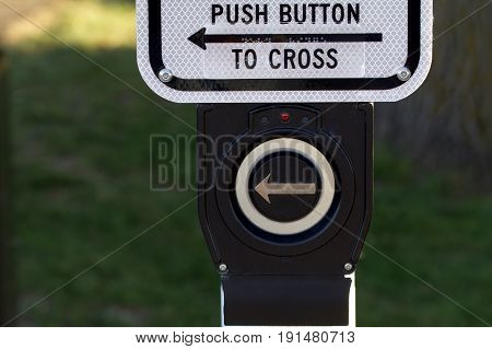 A push button to enable street crossing