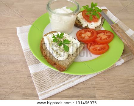 Canapé topped with wipped feta cream and tomatoes