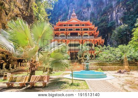 Sam Poh Tong Temple is the most famous and developed cave temple in Malaysia which is located at Gunung Rapat in the south of Ipoh.