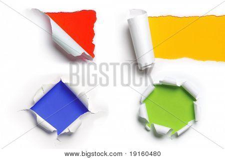 Surtido de arrancó libro blanco contra un fondo colorido