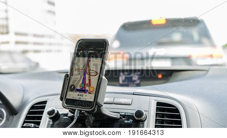 Drivign with GPS IN Smartphone mounted on the dashboard