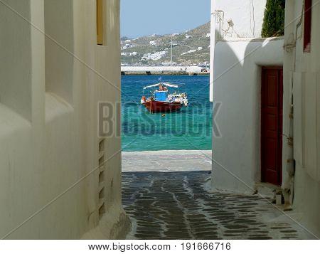 Narrow alley walkway leads to the bay front of Mykonos town, Mykonos island of Greece