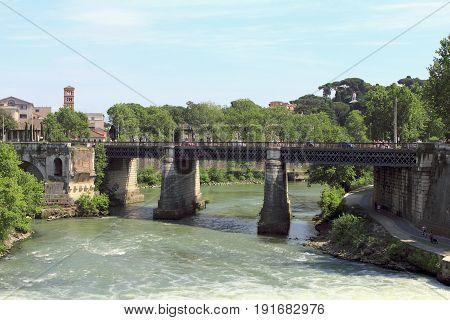 View of Pons Aemilius (Ponte Rotto) and Ponte Palatino. Rome, Italy