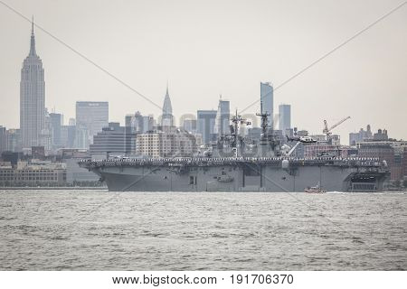 USS Kearsarge (LHD 3) passes the Empire State Building in Manhattan during the Parade of Ships on the Hudson River at the start of Fleet Week New York, JERSEY CITY NJ MAY 24 2017.