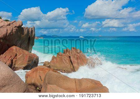 Breaking Big Waves Natural Wonder