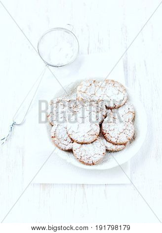 Crunchy Cookies with Icing Sugar