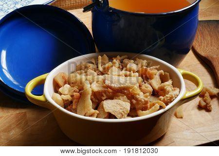 healthy fat, p  crispy fried lard and pork oil ,good for health