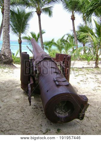 World War 11 Japanese cannon, Managaha Island Relics of a World War 11 Japanese cannon preserved at Managaha Island, Saipan, Northern Mariana Islands