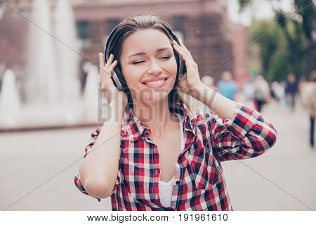 Funky Spring Mood! Chilling Outside. Young Happy Lady Is Listening To The Music Outdoors, Wearing Bi