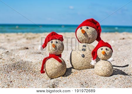 Sand sandy snowmen fun red nobody horizontal