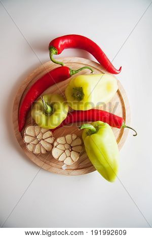 vegetables for flavouring: fresh peppers and garlic