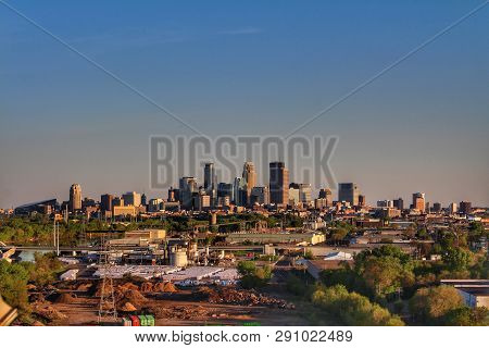 Minneapolis, Usa - May 7, 2017:  A Shot Of The Minneapolis Skyline During A Beautiful Sunset.