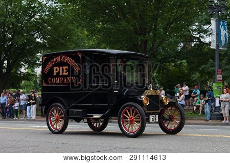 Washington, D.c., Usa - May 28, 2018: The National Memorial Day Parade, An Old Ford Model T Truck Go