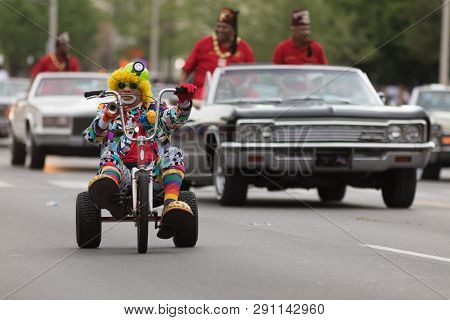 Louisville, Kentucky, Usa - May 03, 2018: The Pegasus Parade, A Clown Riding A Tricycle Down W Broad
