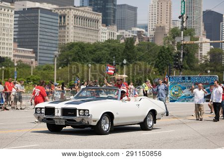 Chicago, Illinois, Usa - June 16, 2018: The Puerto Rican Day Parade, Puerto Rican Driving An Oldsmob