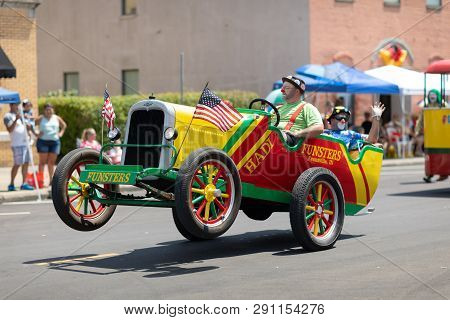 Jasper, Indiana, Usa - August 5, 2018: The Strassenfest Parade, Clowns, Members Of Funsters, Driving