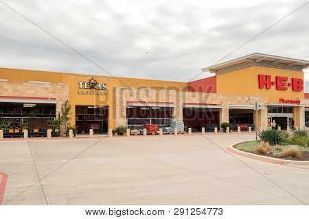 San Antonio, Texas - November 9, 2018 - Entrance Of The Heb Supermarket Store. H-e-b Is An American