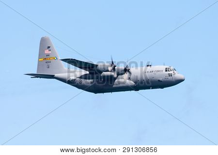 Chicago, Illinois, Usa - August 21, 2016: The Chicago Air And Water Show, C-130 Hercules Performing