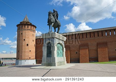 Kolomna, Russia - August 17, 2018: View On Marinkina Tower Of Kremlin With Monument To Dmitry Donsko