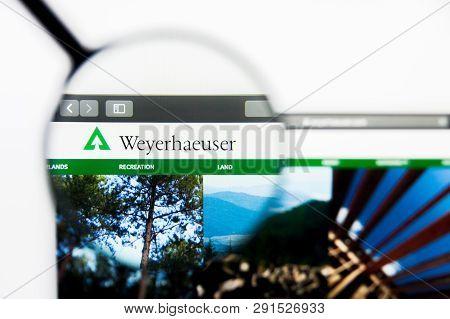 Los Angeles, California, Usa - 25 March 2019: Illustrative Editorial Of Weyerhaeuser Website Homepag