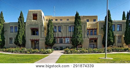 Carlsbad, New Mexico, Usa - May 7, 2017: Eddy County Courthouse In Carlsbad, New Mexico