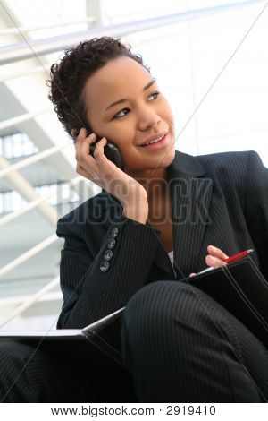 Business-Frau am Telefon