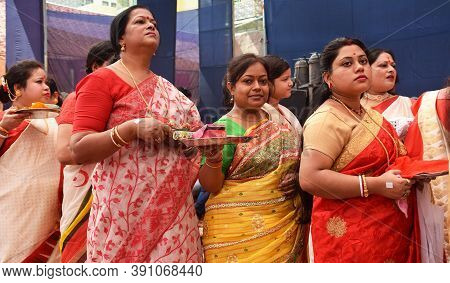 Delhi - India 10th Oct 2019  Indian Bengali Woman Stand In Que For Debi Boron Ritual During Durga Pu