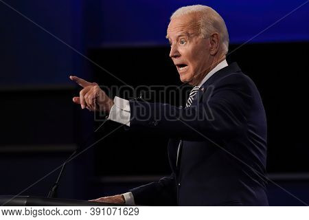 Us Election, Donald Trump, Joe Biden Presidential Debate Thursday,october 22,2020, 9:00 P.m At The C