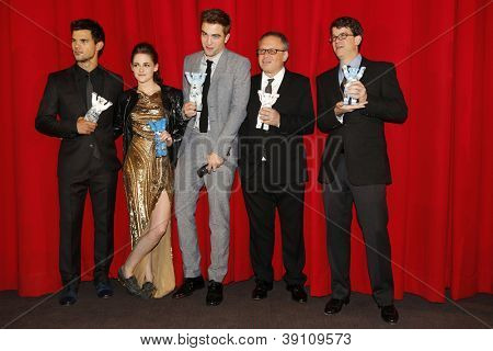 BERLIN, GERMANY - NOV 16: KRISTEN STEWART, ROBERT PATTINSON, TAYLOR LAUTNER, BILL CONDON, WYCK GODFREY at The Twilight Saga: Breaking Dawn - Part 2 - premiere in Berlin, Germany on November 16, 2012