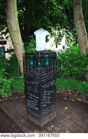 Dublin, Ireland - 01 Aug 2013: The Monument In Merrion Square Park, Dublin, Ireland