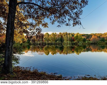 Keystone Lake In West Moreland County In The Laurel Highlands Of Pennsylvania  In The Fall With The