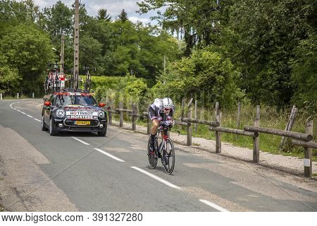 Bourgoin-jallieu, France - 07, May, 2017: The Dutch Cyclist Lennard Hofstede Of Sunweb Team Riding D